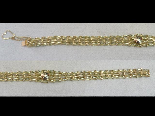 Золотой браслет с узором